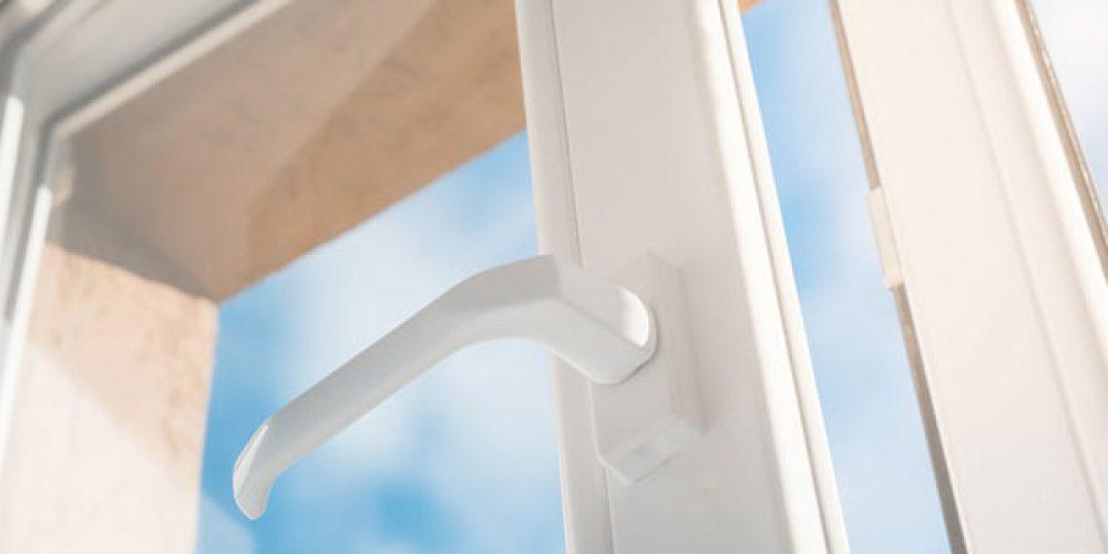 Fenêtre PVC ou fenêtre Alu : quel système d'ouverture choisir ?