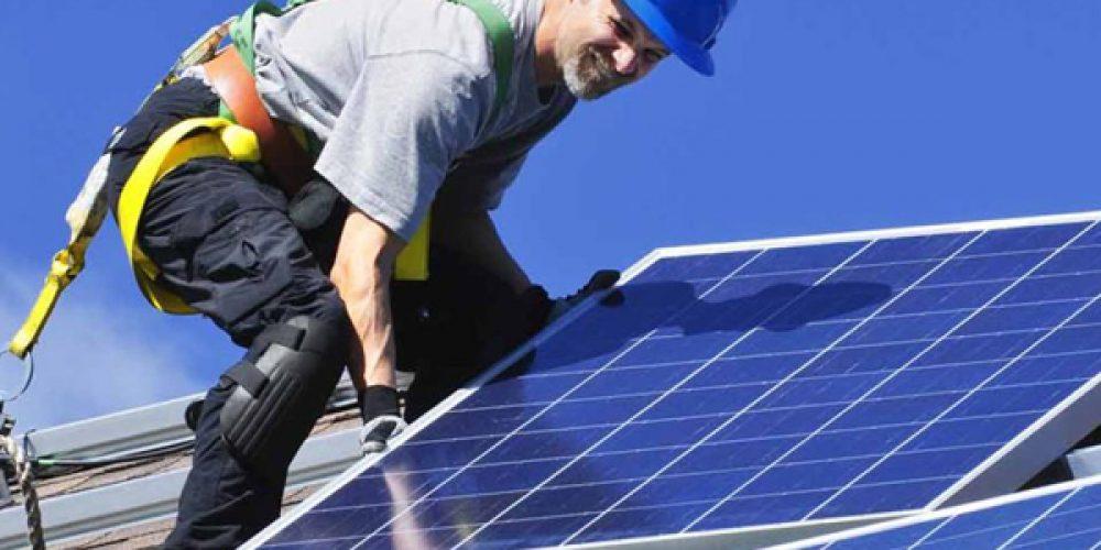 Économies d'énergie : installation de panneaux solaires photovoltaïques